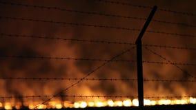 Πυρκαγιά νύχτας σε έναν τομέα φιλμ μικρού μήκους