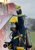 Πυρκαγιά πάλης πυροσβεστών Στοκ Φωτογραφίες