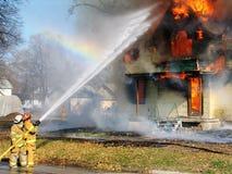 πυρκαγιά που βάζει έξω στοκ φωτογραφία με δικαίωμα ελεύθερης χρήσης