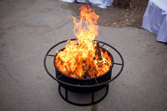 Πυρκαγιά σε μια εστία Στοκ εικόνα με δικαίωμα ελεύθερης χρήσης