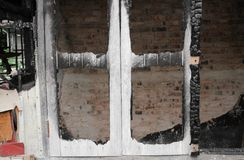 Πυρκαγιά σπιτιών Πυρκαγιά εικόνων λεπτομέρειας από ένα σπίτι Στοκ φωτογραφίες με δικαίωμα ελεύθερης χρήσης