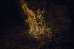 Πυρκαγιά στρατόπεδων στη νύχτα στοκ φωτογραφία με δικαίωμα ελεύθερης χρήσης