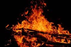 Πυρκαγιά στρατόπεδων στη νύχτα Στοκ Εικόνες