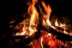 Πυρκαγιά στρατόπεδων στο σκοτάδι Στοκ φωτογραφίες με δικαίωμα ελεύθερης χρήσης