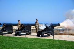 Πυρκαγιά του πυροβόλου όπλου μεσημεριού, Valletta, Μάλτα Στοκ φωτογραφία με δικαίωμα ελεύθερης χρήσης
