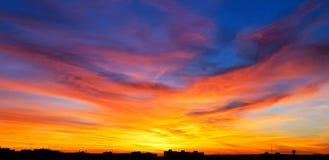 Πυρκαγιά φθινοπώρου στον ουρανό στοκ εικόνα με δικαίωμα ελεύθερης χρήσης