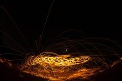 Πυρκαγιά POI/περιστρεφόμενο μαλλί χάλυβα Στοκ εικόνες με δικαίωμα ελεύθερης χρήσης