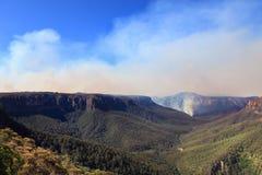 Πυρκαγιές στα μπλε βουνά Αυστραλία στοκ φωτογραφία με δικαίωμα ελεύθερης χρήσης