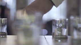 Πυροβοληθε'ντα ποτήρια της βότκας φιλμ μικρού μήκους