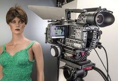 Πυροβολισμός κινηματογράφων Camcorder και τηλεοπτική αρχή παραγωγής στο στούντιο κινηματογράφου ελεύθερη απεικόνιση δικαιώματος