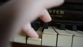 Πυροβοληθείσα πιάνο κινηματογράφηση σε πρώτο πλάνο απόθεμα βίντεο