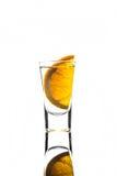 Πυροβοληθε'ν γυαλί με την πορτοκαλιά φέτα Στοκ Φωτογραφίες