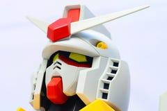 Πυροβολισμοί κινηματογραφήσεων σε πρώτο πλάνο Gundam στο κεφάλι σε ένα άσπρο υπόβαθρο Στοκ Φωτογραφία