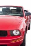 Πυροβολισμός κινηματογραφήσεων σε πρώτο πλάνο κόκκινου Cabrio Coupe που απομονώνεται πέρα από καθαρό άσπρο Backgr Στοκ Εικόνες