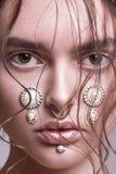 Πυροβολισμός ομορφιάς με brunete το πρότυπο Στοκ Εικόνες