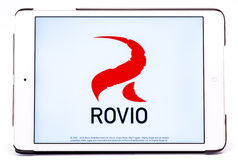 Πυροβολισμός στούντιο από ένα iPad με Rovio που κοιτάζεται βιαστικά Στοκ Φωτογραφία