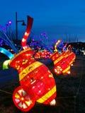 Πυροβόλα που βάζουν φωτιά στο κινεζικό φεστιβάλ φαναριών Στοκ Εικόνα