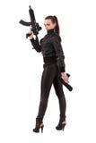 πυροβόλα όπλα που θέτουν τη γυναίκα στοκ εικόνες