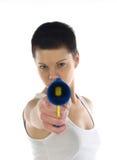 πυροβόλο όπλο που δείχνει τη γυναίκα παιχνιδιών Στοκ φωτογραφία με δικαίωμα ελεύθερης χρήσης