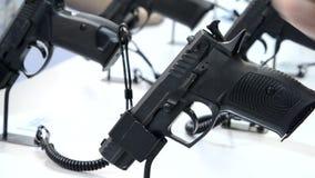 Πυροβόλο όπλο στην επίδειξη φιλμ μικρού μήκους