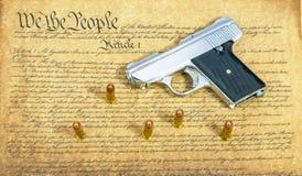 Πυροβόλο όπλο χεριών στο σύνταγμα Στοκ Εικόνα