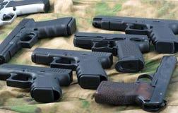 πυροβόλα όπλα που τίθεντ&alph Στοκ φωτογραφία με δικαίωμα ελεύθερης χρήσης