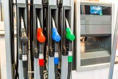 Πυροβόλα όπλα στην κινηματογράφηση σε πρώτο πλάνο βενζινάδικων, καμία Στοκ Εικόνες
