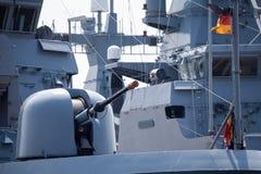 Πυροβόλο στη γερμανική φρεγάτα ναυτικών Στοκ Εικόνες