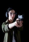 Πυροβόλο όπλο γυναικών Στοκ φωτογραφία με δικαίωμα ελεύθερης χρήσης