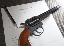 Πυροβόλο όπλο και παραλαβή στοκ εικόνα
