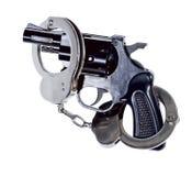 Πυροβόλο όπλο και χειροπέδες Στοκ εικόνες με δικαίωμα ελεύθερης χρήσης