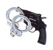 Πυροβόλο όπλο και χειροπέδες Στοκ φωτογραφία με δικαίωμα ελεύθερης χρήσης