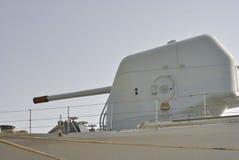 Πυροβόλο όπλο σκαφών στο στρατιωτικό σκάφος Στοκ Εικόνα