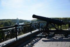 Πυροβόλο όπλο στην παλαιά πόλη Στοκ Εικόνες