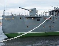 Πυροβόλο όπλο τόξων της αυγής ταχύπλοων σκαφών στην Άγιος-Πετρούπολη, Ρωσία Στοκ Φωτογραφία