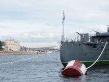 Πυροβόλο όπλο τόξων της αυγής ταχύπλοων σκαφών στην Άγιος-Πετρούπολη, Ρωσία Στοκ εικόνα με δικαίωμα ελεύθερης χρήσης