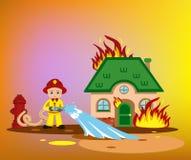 πυροσβέστης που προσπαθεί να βάλει έξω το καίγοντας σπίτι Στοκ Φωτογραφίες
