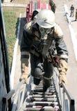 Πυροσβέστης που φορά μια μάσκα αερίου Στοκ εικόνες με δικαίωμα ελεύθερης χρήσης