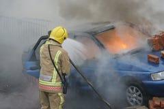 Πυροσβέστης, πυρκαγιά αυτοκινήτων Στοκ εικόνες με δικαίωμα ελεύθερης χρήσης