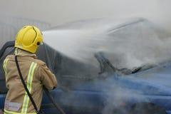 Πυροσβέστης, πυρκαγιά αυτοκινήτων Στοκ Εικόνα