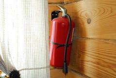 Πυροσβεστήρας στον τοίχο Στοκ Φωτογραφίες