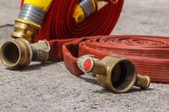 Πυροσβεστήρες εξοπλισμού πυρκαγιάς στοκ φωτογραφίες