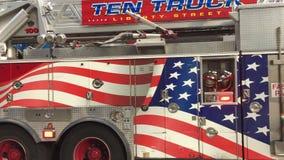 Πυροσβεστική αντλία πόλεων της Νέας Υόρκης στις οδούς του Μανχάταν απόθεμα βίντεο