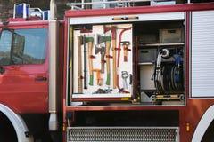 Πυροσβεστικό όχημα με τον πυροσβεστικό εξοπλισμό Στοκ Φωτογραφίες