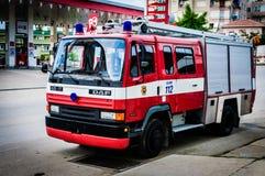 Πυροσβεστικό όχημα που σταθμεύουν στην άκρη του δρόμου Στοκ Εικόνες
