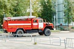 Πυροσβεστικό όχημα στη διάσωση Στοκ Φωτογραφία
