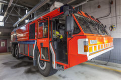 Πυροσβεστικό όχημα στον αερολιμένα Στοκ Εικόνες