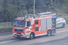 Πυροσβεστικό όχημα στο δρόμο στη Γερμανία Στοκ Εικόνα