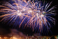 Πυροτέχνημα επάνω από την πόλη Στοκ εικόνες με δικαίωμα ελεύθερης χρήσης