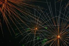 Πυροτέχνημα με την επίδραση αραχνών Εμφανίζεται στον ουρανό ως σειρά ακτινωτών γραμμών σαν τα πόδια μιας αράχνης Στοκ φωτογραφία με δικαίωμα ελεύθερης χρήσης